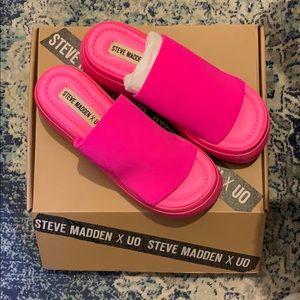 "Steve Madden x UO limited edition ""Scrunchy"" 7"